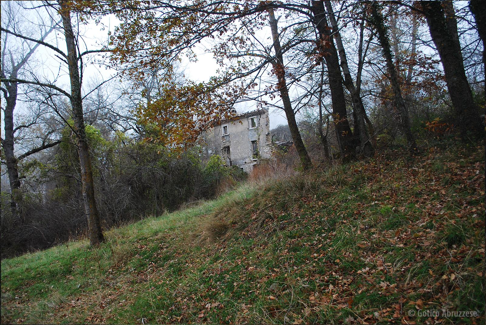 Casale Macerelli. Il commando nazista trucidò senza pietà in questo punto circa 30 persone.