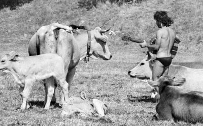 FOTO DI UN RADUNO HIPPIE A VILLAVALLELONGA NEGLI ANNI '70